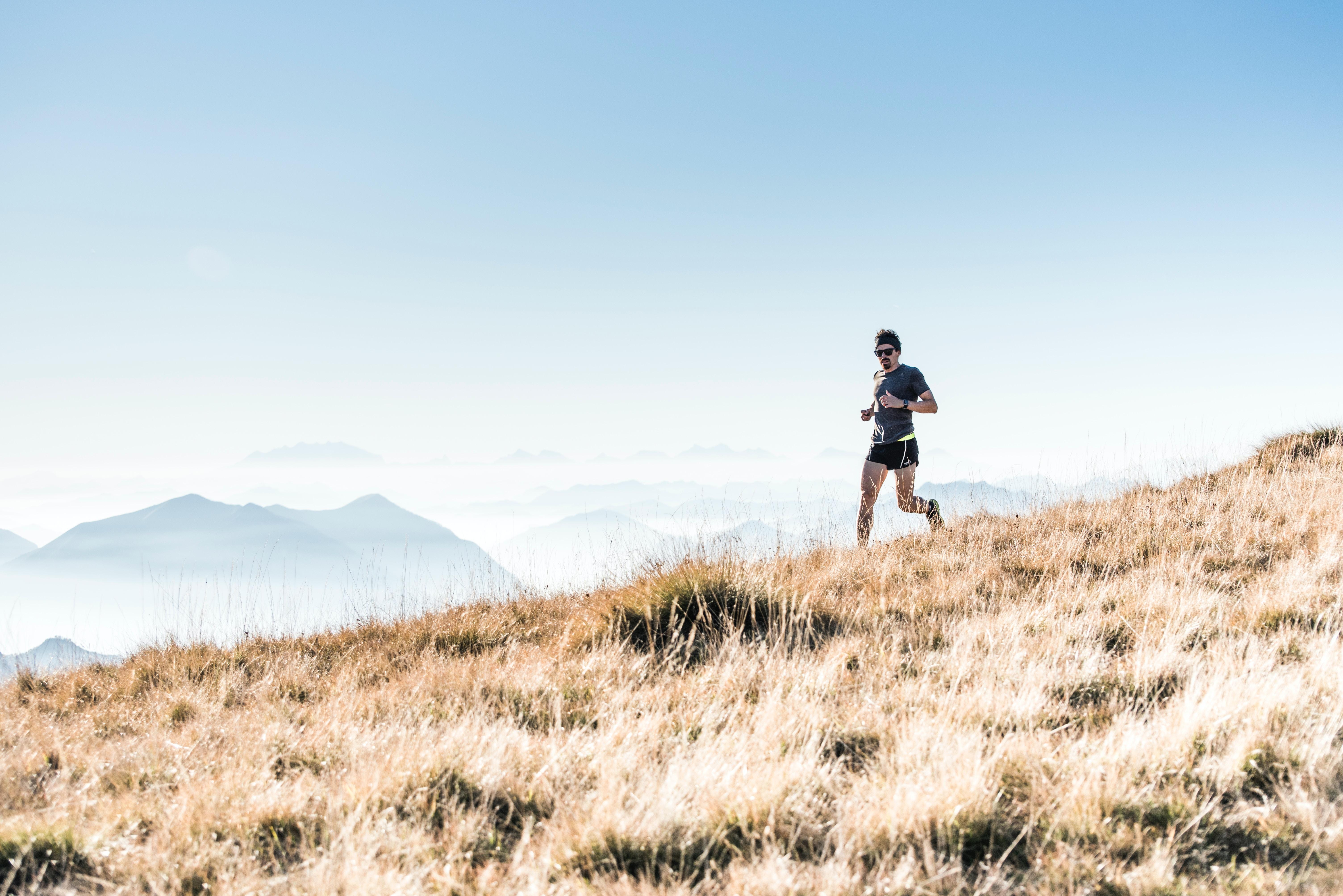 trail runner running on the mountain